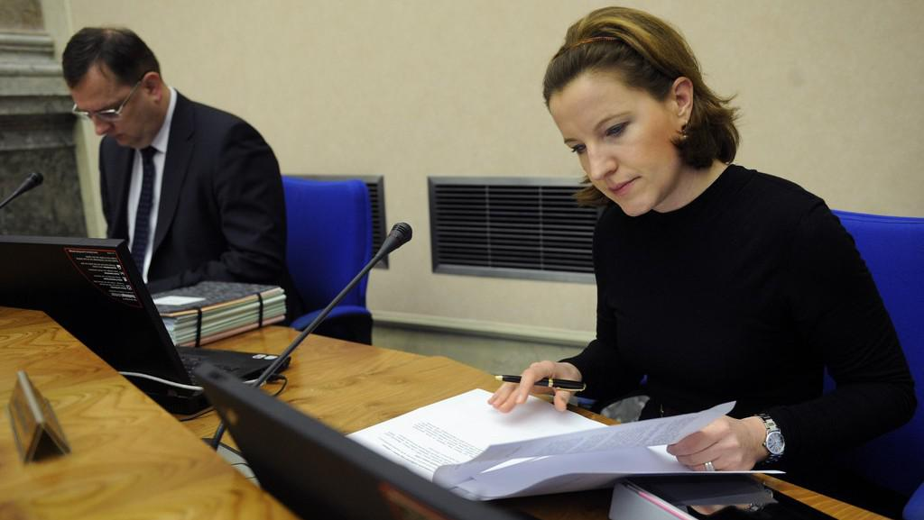 Karolína Peake a Petr Nečas na zasedání vlády