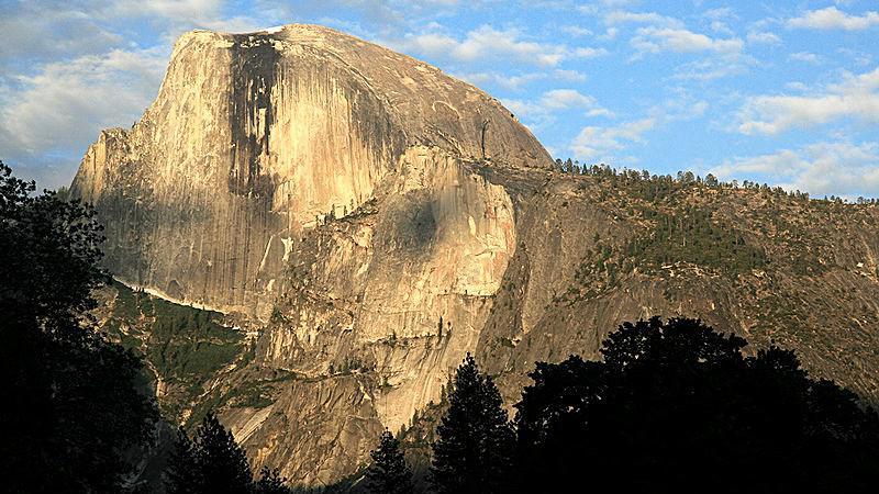 Yosemitský národní park - žulový útvar zvaný Half Dome