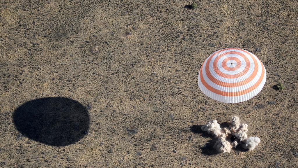 Přistání modulu Sojuzu v Kazachstánu