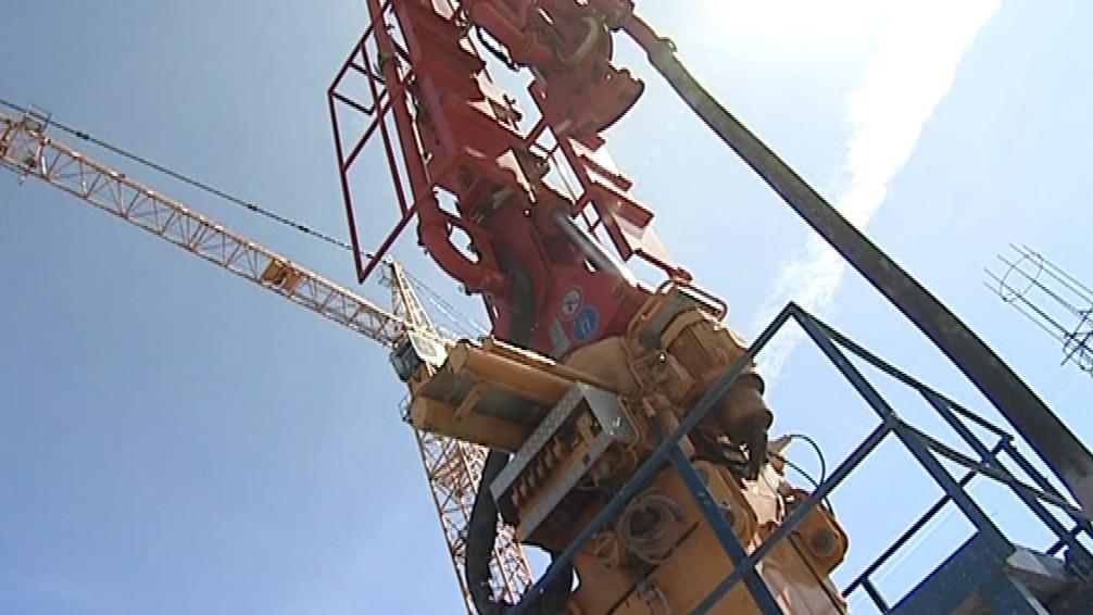 Speciální pumpa vyžene beton až do výšky 111 metrů