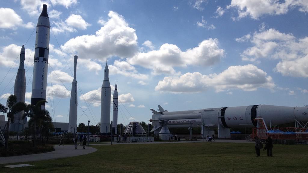 Nosná raketa Saturn (ležící)
