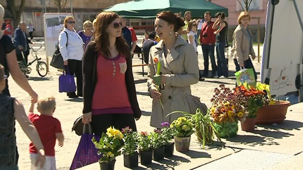 Lidé přinesli květiny