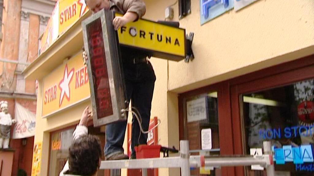 Rušení herny v Plzni