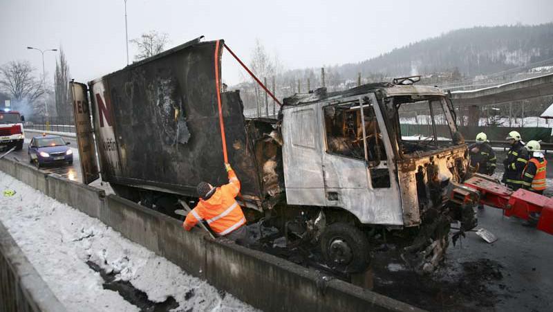 Kamion po požáru