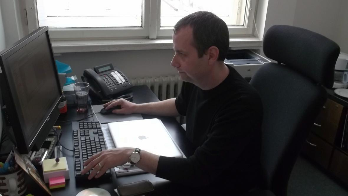 Patrick Diviš ve své kanceláři