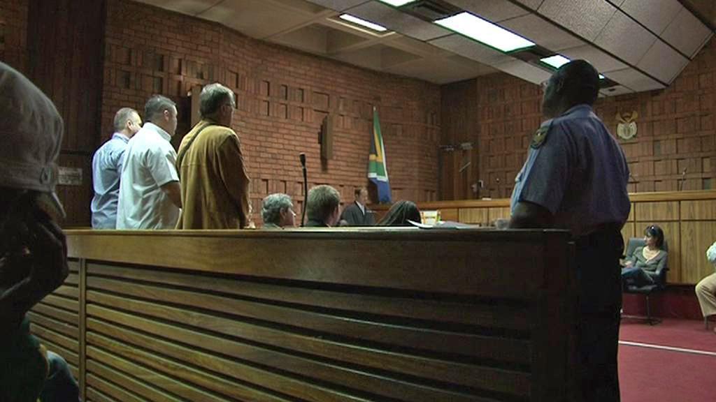 Radovan Krejčíř, Jason Domingues a Veselin Langanin před soudem