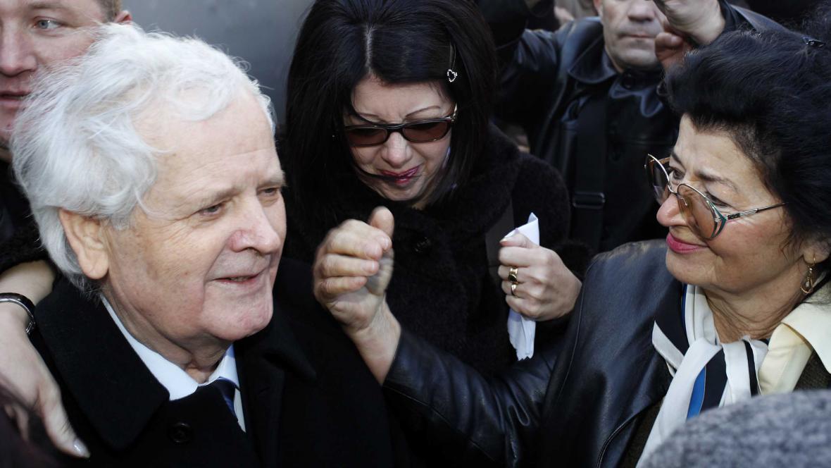 Fikret Abdič odchází z vězení v Pule