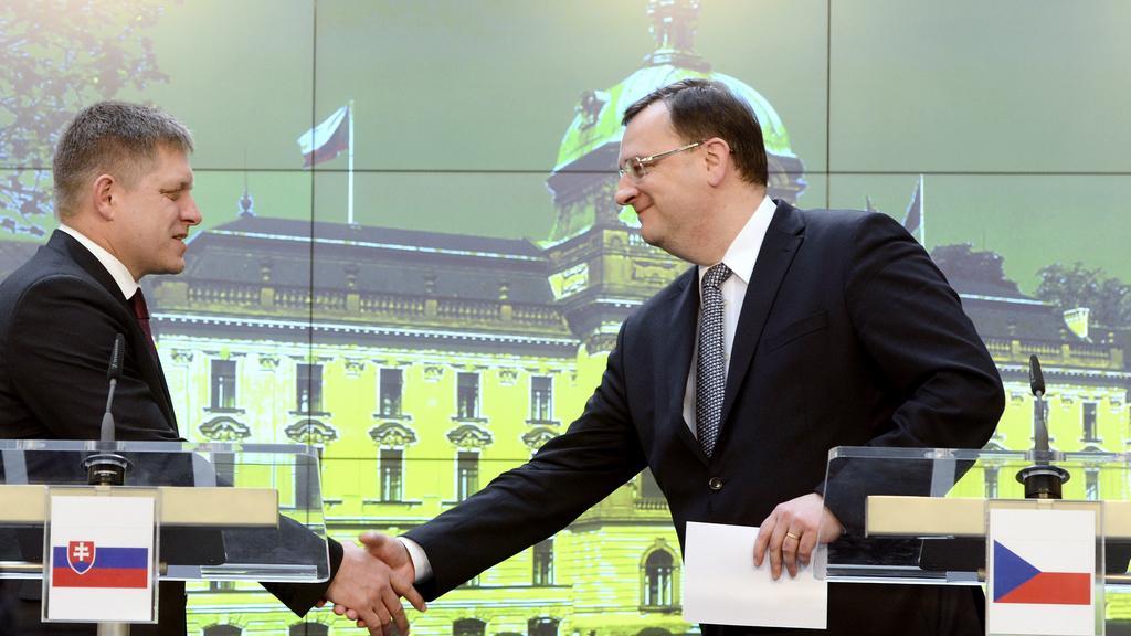 Robert Fico s Petrem Nečasem