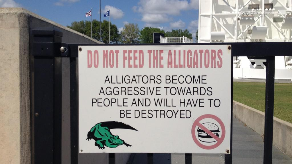 Výstražná značka varující před aligátory