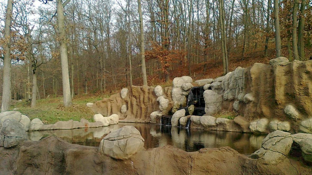 Jezírko s vodopádem medvědi často využívají