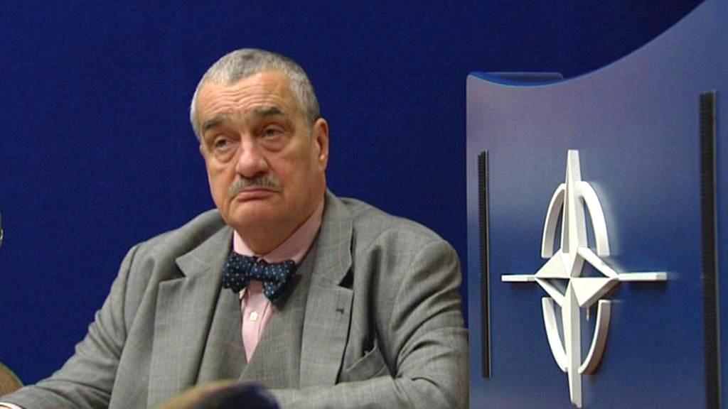 Karel Schwarzenberg na bruselském zasedání NATO