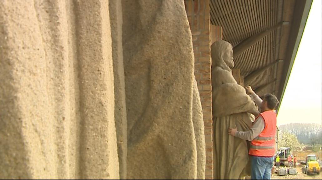 Sochy světců na Velehradě