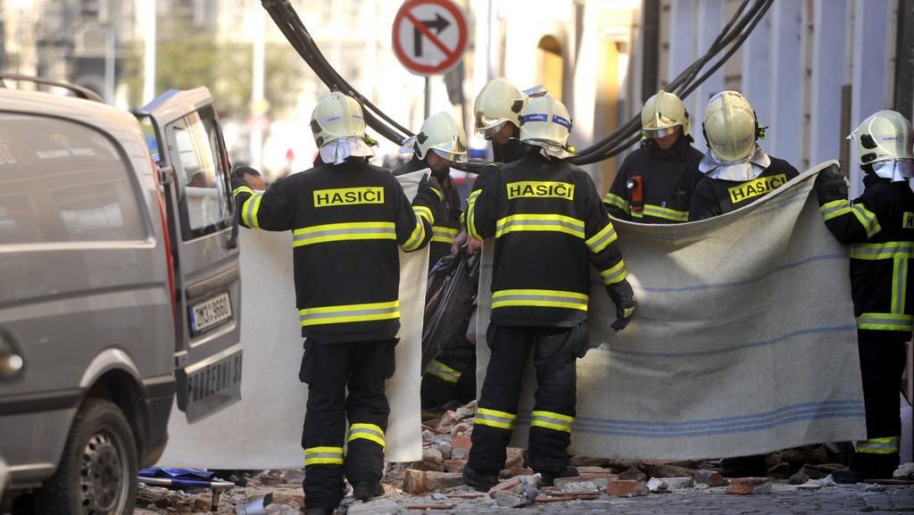 Hasiči zasahují u zříceného domu v Olomouci