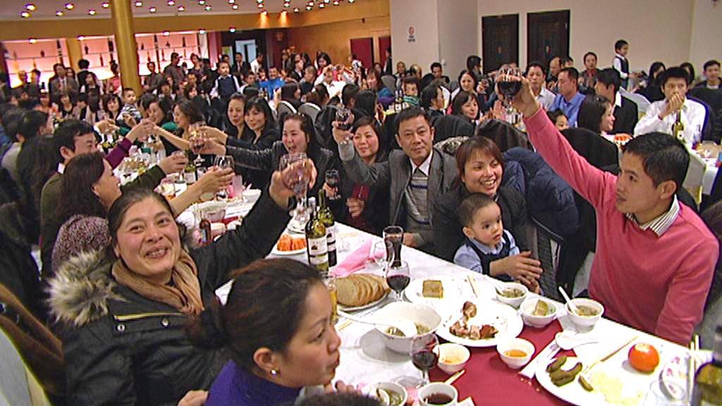 Vietnamci slaví v pražské tržnici Sapa příchod nového roku