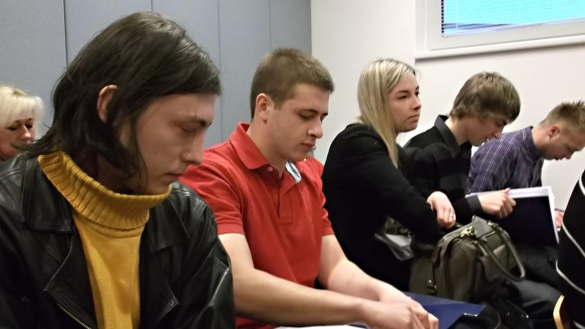 Vickeryho přišli k soudu podpořit studenti z Biskupského gymnázia