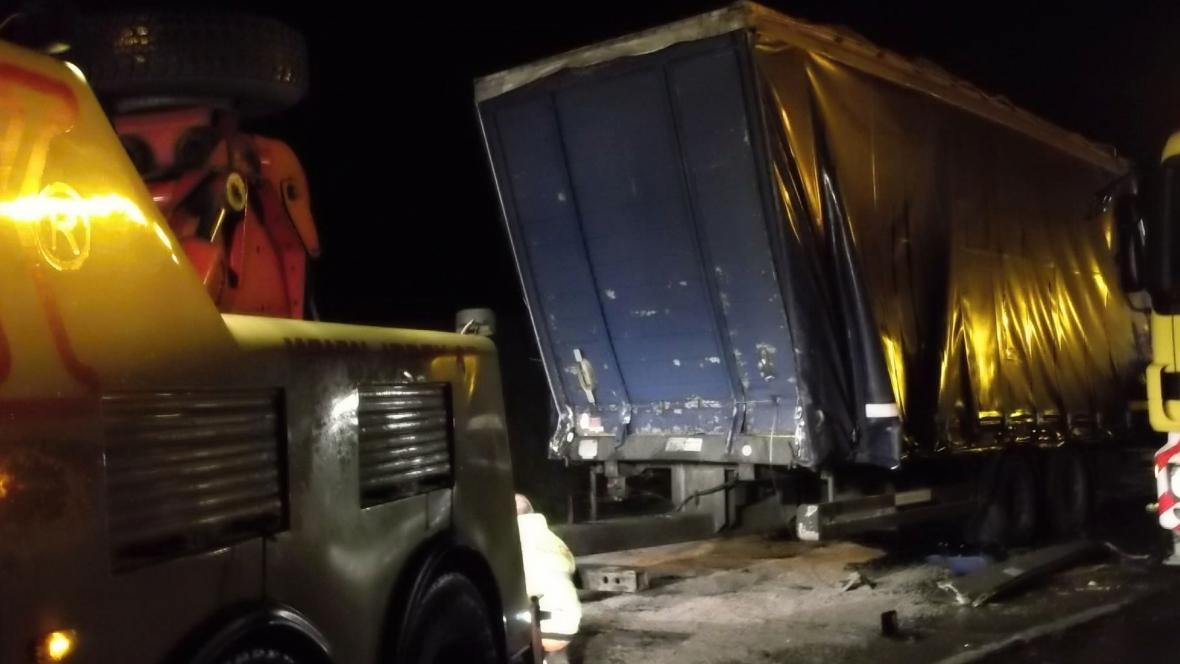 Nehoda kamionu zablokovala v noci dopravu na D2