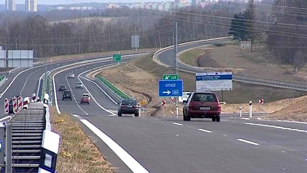 Zvlněný úsek silnice R6
