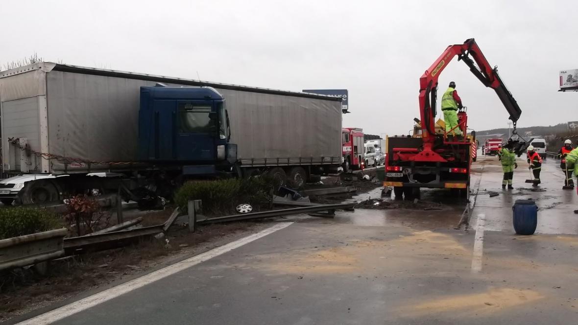 Nehoda kamionů zablokovala dálnici D1