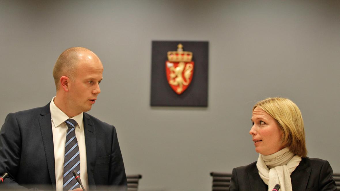 Státní zástupci Svein Holden a Inga Bejerová Enghová