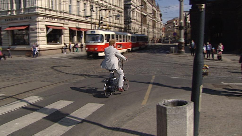 Křižovatka u Národního divadla v Praze je pro cyklisty nebezpečná
