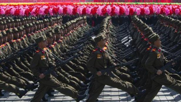 Severokorejští vojáci při oslavách
