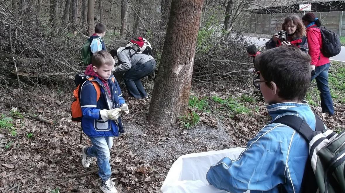 Do úklidu Moravského krasu se zapojily i děti