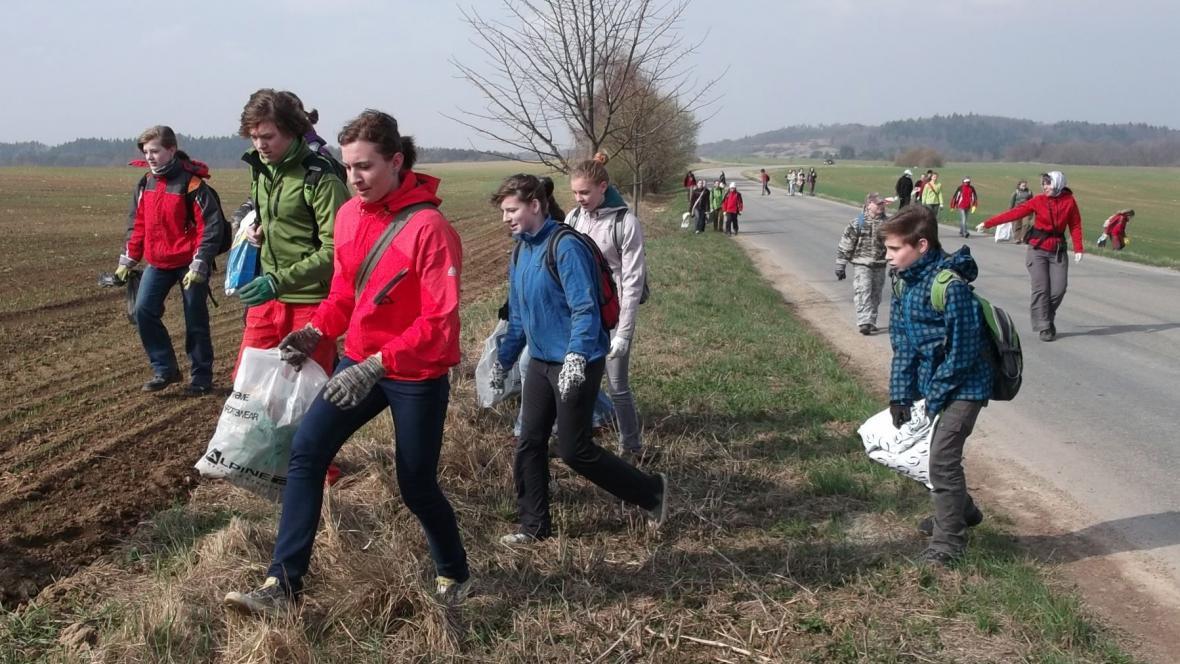 Děti se zapojily do úklidu Moravského krasu