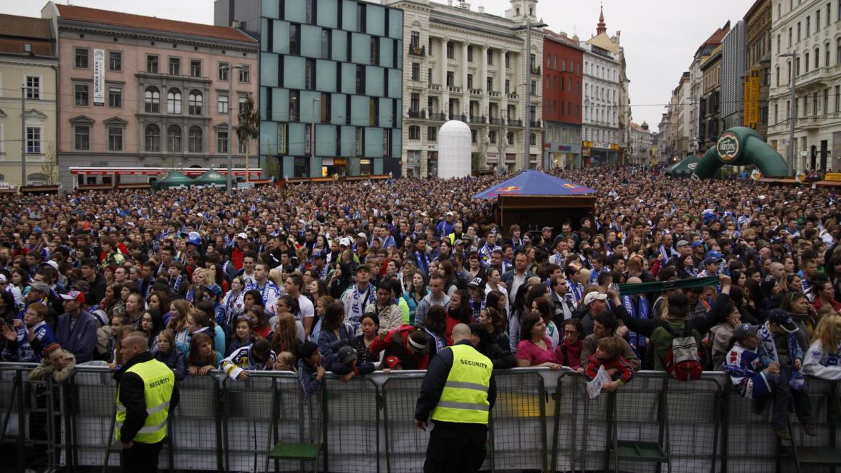 Brněnští fanoušci na náměstí