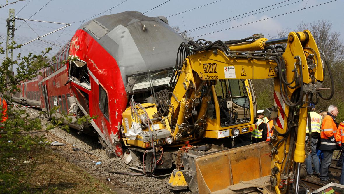Srážka vlaku s bagrem
