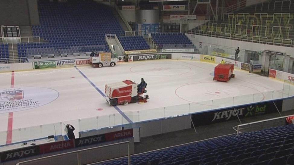 Rolby upravují led před finále extraligy