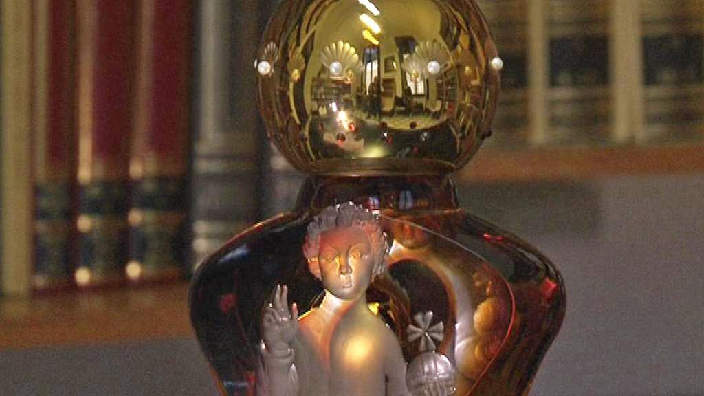 Skleněná soška Pražského Jezulátka