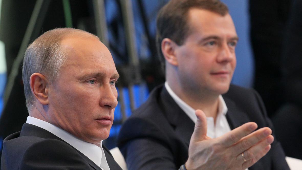 Rok 2011 - Vladimir Putin jako prezidentský kandidát a Dmitrij Medvěděv jako končící prezident