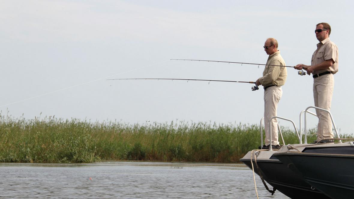 Putin s Medvěděvem na rybách