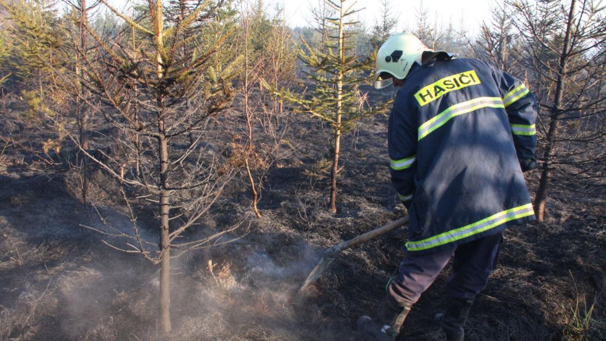 Hasiči likvidují požár u Uherského Ostrohu