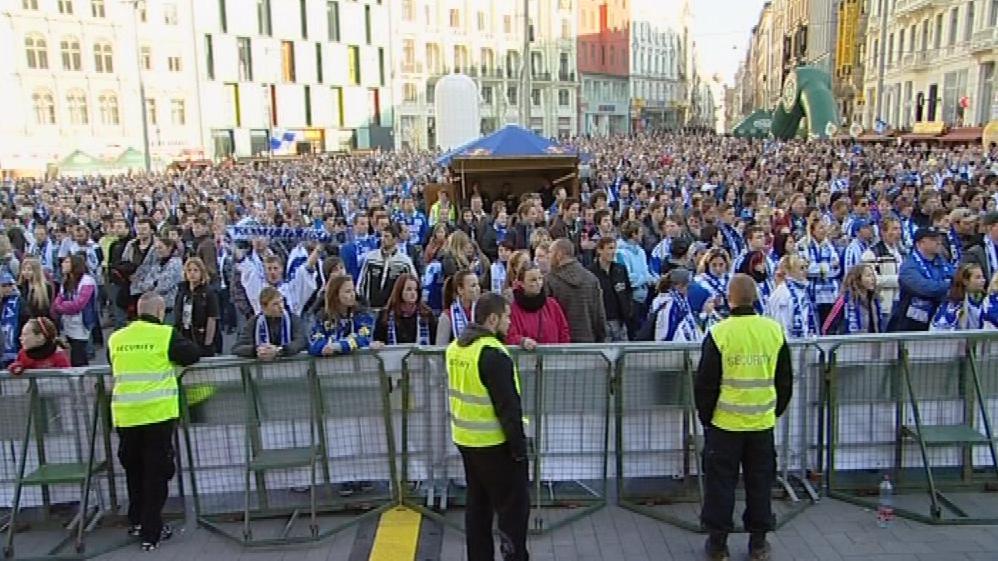 Fanoušci Komety zaplnili náměstí Svobody