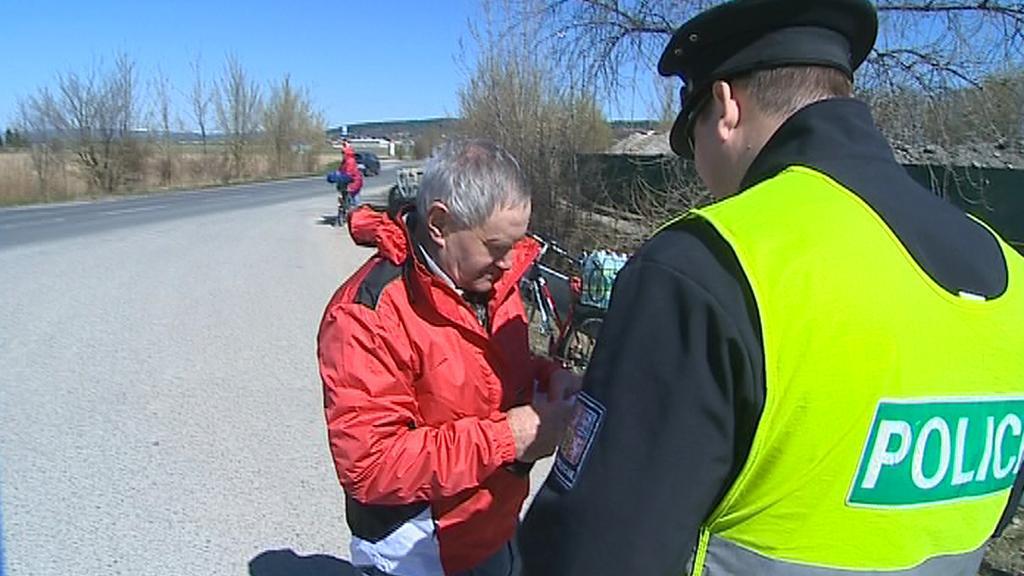 Policisté kontrolovali i cyklisty