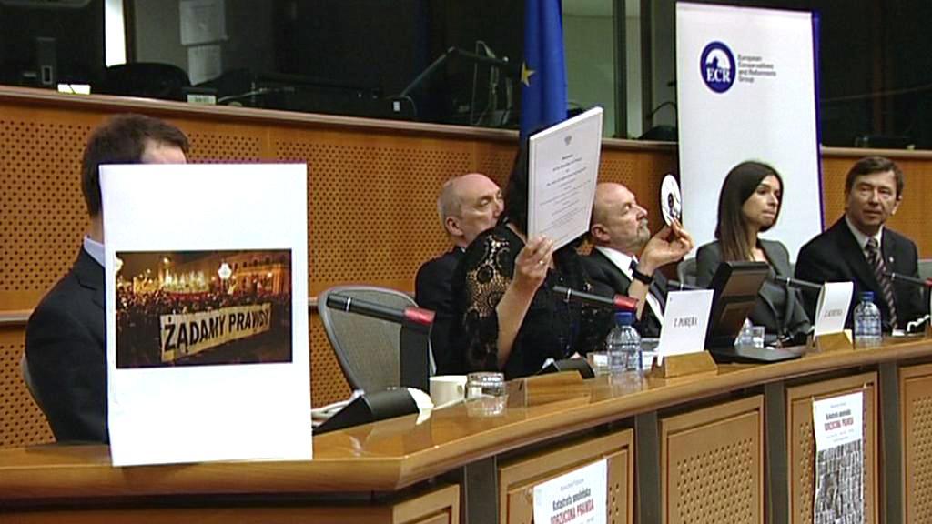 Slyšení v europarlamentu ke smolenské tragédii