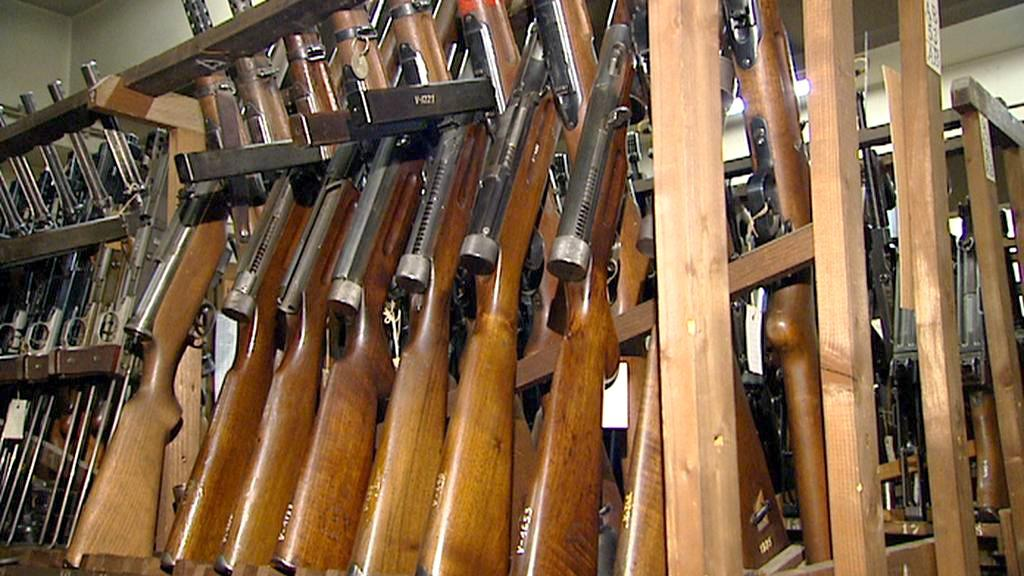 Historické pušky ve skladu zbraní VHÚ