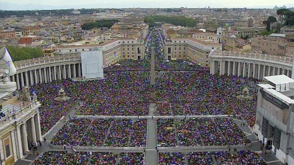 Zástupy věřících ve Vatikánu