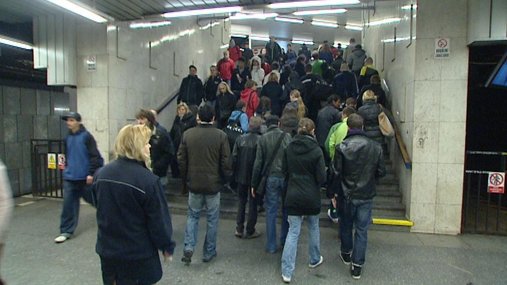 Přestup na autobusovou linku X-C ve stranici Pražského povstání