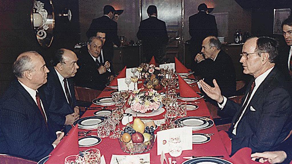 Setkání Bush - Gorbačov na Maltě v roce 1989