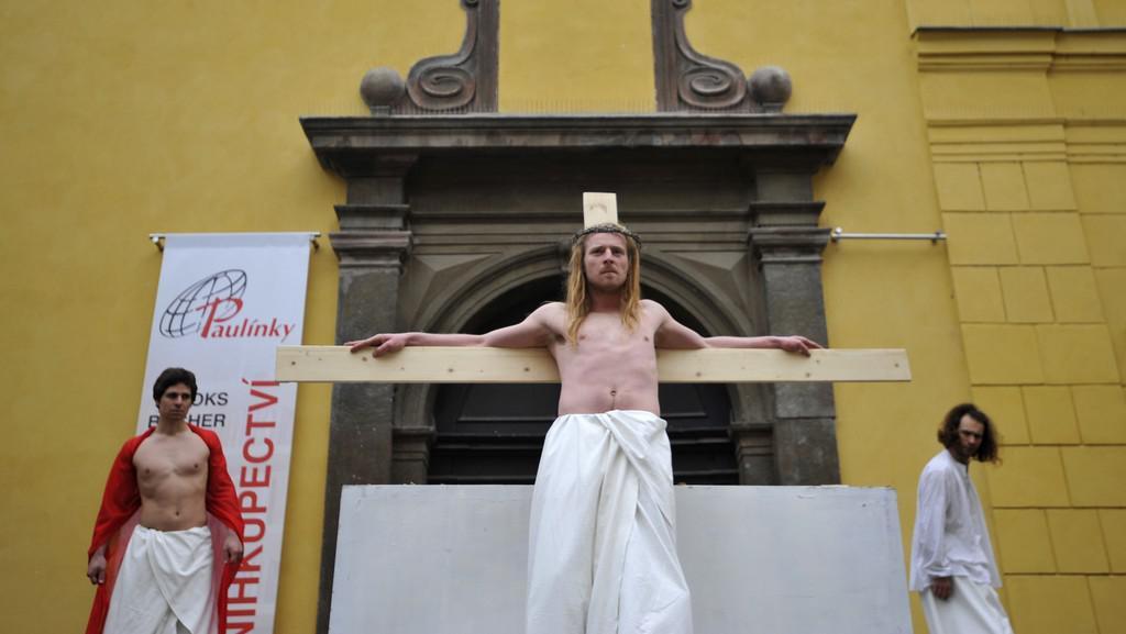 Pašijový příběh v ulicích Prahy na Velký pátek 2012