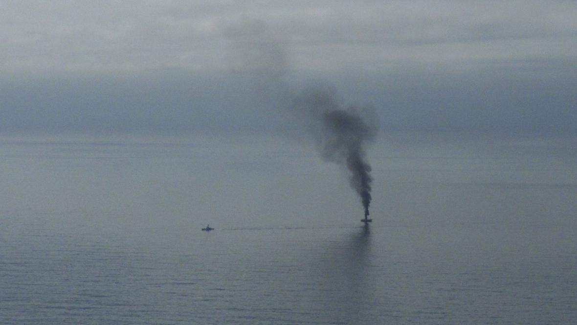 Opuštěná rybářská loď v Tichomoří