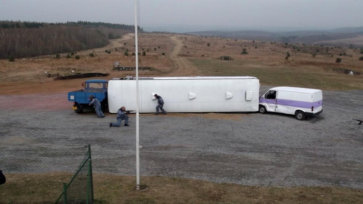 Část vězňů nehody využila a snažila se utéct