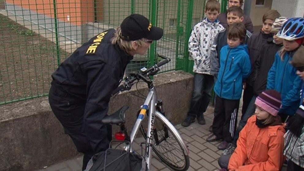 Děti si názorně zopakovaly povinnou i doporučenou výbavu kola
