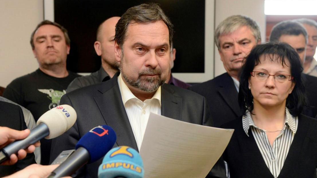 Radek John oznamuje demisi ministrů VV