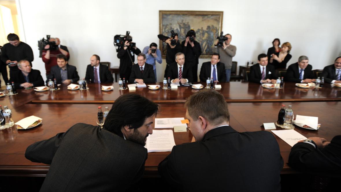 Setkání šesti slovenských parlamentních stran