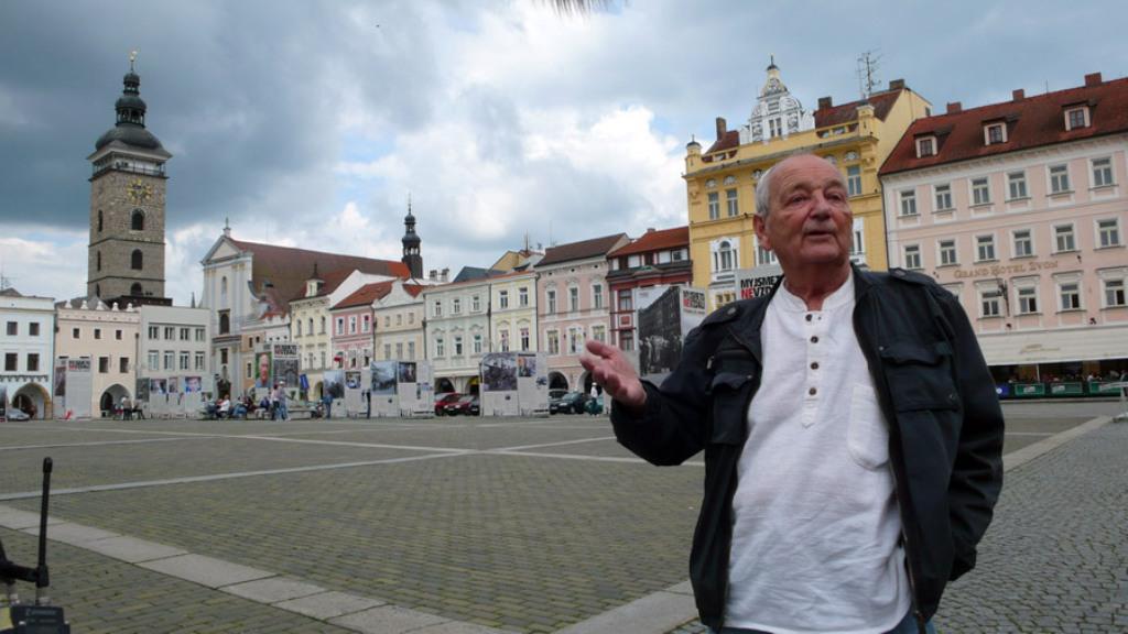 Děti 50. let / Jan Hlach na náměstí v Českých Budějovicích