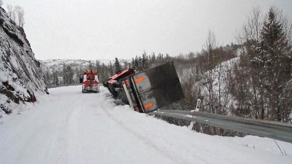 Litevský kamion padající z útesu