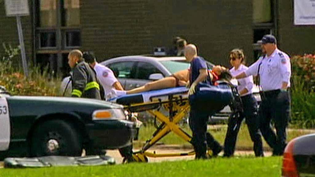 Policie odváží raněné z oaklandské univerzity Oikos